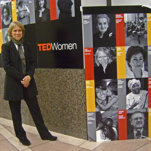 Liza Donnelly-photo-outside-TED