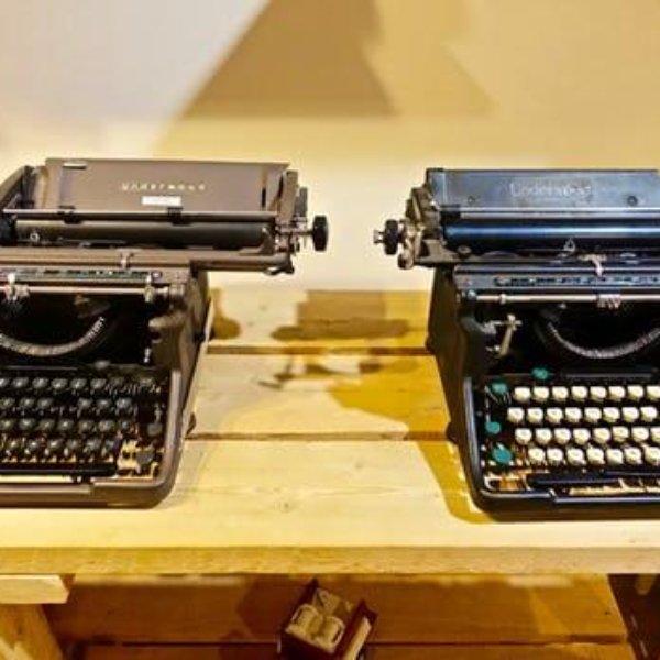 journalists typewriter