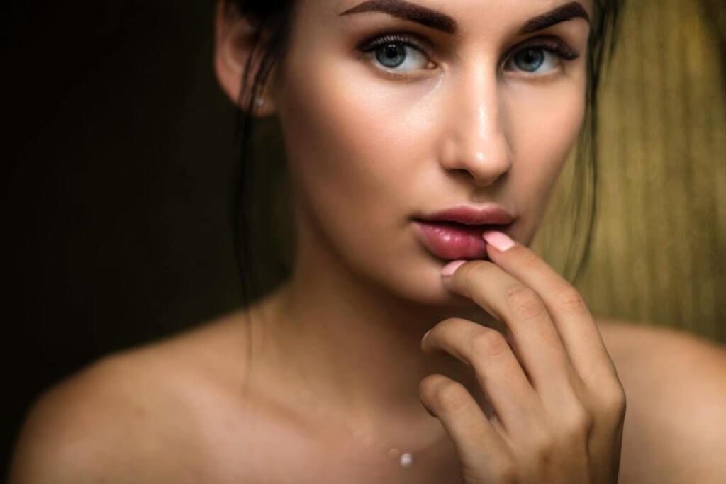 Minimalist Makeup Reshape Your Confidence - Audrey Taylor